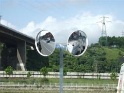 Espejos de seguridad tráfico y postes especiales. Erandio