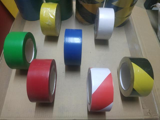 Rollos cintas adhesivas suelos