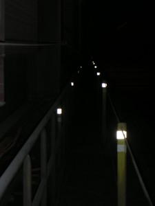 Reflectante marcador pasillos en túnel ferroviário - Señalización reflectante Bizkaia