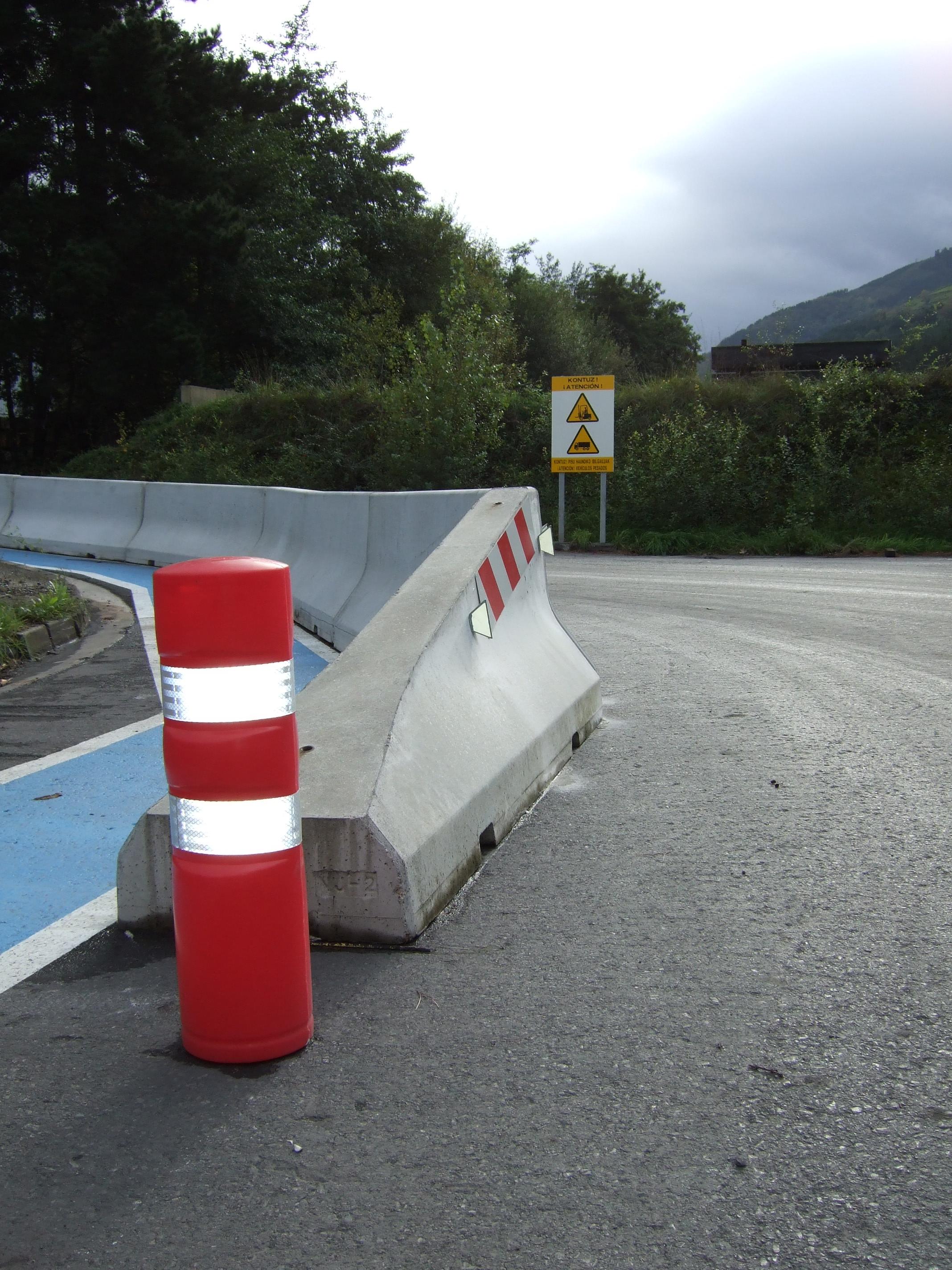 Pasillo peatonal protección del tráfico