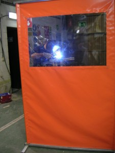 Mampara para protección trabajos soldadura y otros